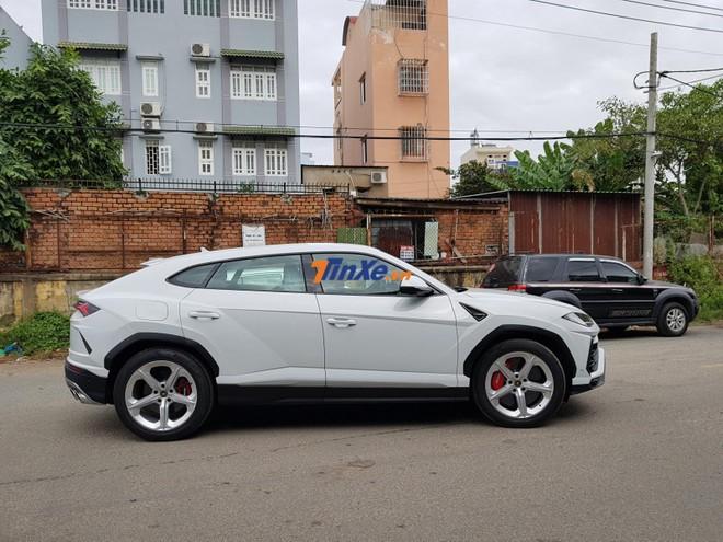 Và đây cũng là Lamborghini Urus đầu tiên tại Việt Nam ra biển số