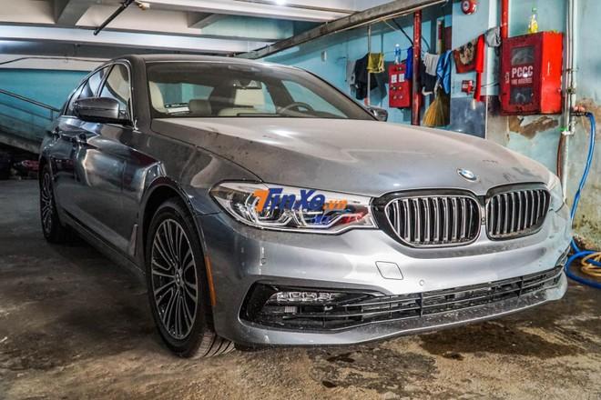 Cụm pin lithium-ion sẽ giúp chiếc sedan BMW 530e có thể hoàn thành quãng đường dài đến 47 km rồi mới phải sạc đầy lại