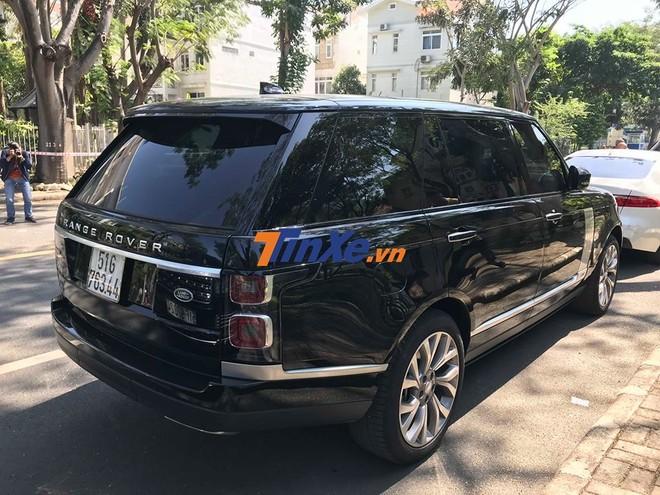 Chiếc SUV hạng sang Range Rover đời 2018 mới được bàn giao cho Minh Nhựa thuộc phiên bản Autobiography trục cơ sở dài