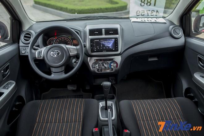 Nội thất Toyota Wigo có phần đơn điệu so với các đối thủ khác