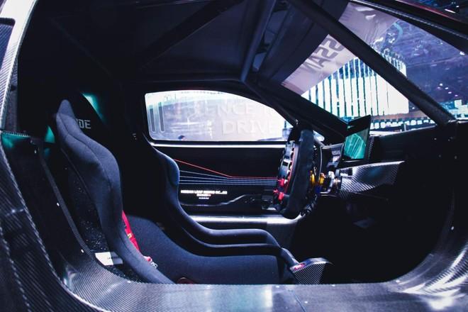 Khoang lái bên trong Nissan Leaf Nismo RC