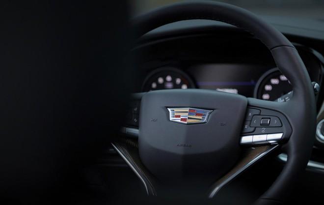 Cadillac XT6 2020 được trang bị nhiều tính năng an toàn tiêu chuẩn