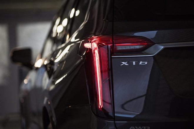 Cận cảnh cụm đèn hậu của Cadillac XT6 2020