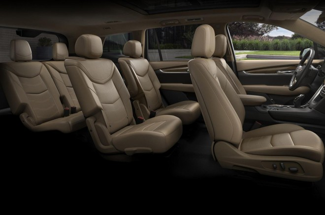 Cadillac XT6 2020 được trang bị 3 hàng ghế bọc da bên trong