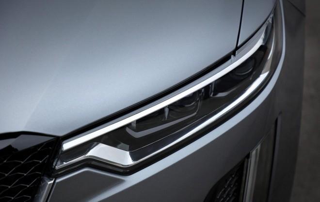 Cận cảnh cụm đèn pha của Cadillac XT6 2020