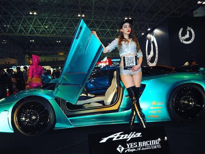Chiếc Lamborghini Aventador Roadster độ được trang bị bộ vành đồ sộ