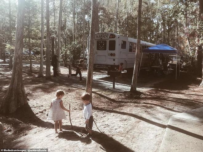 Những đứa trẻ nhà Lawson sẽ học được những bài học về cuộc sống ngay trên hành trình của gia đình.
