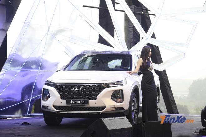 Ở thế hệ mới Hyundai Santa Fe 2019 sở hữu một diện mạo hoàn toàn mới