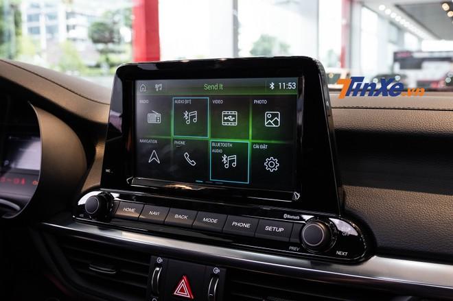 Kia Cerato mới được trang bị màn hình cảm ứng 8 inch đặt lên cao giống với xu hướng thiết kế xe hiện nay