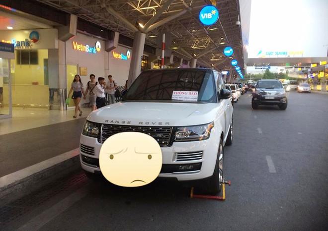 Ngoài ra còn có 2 chiếc Range Rover Autobiography bị khoá bánh xe tại một địa điểm là nhà ga của sân bay Tân Sơn Nhất