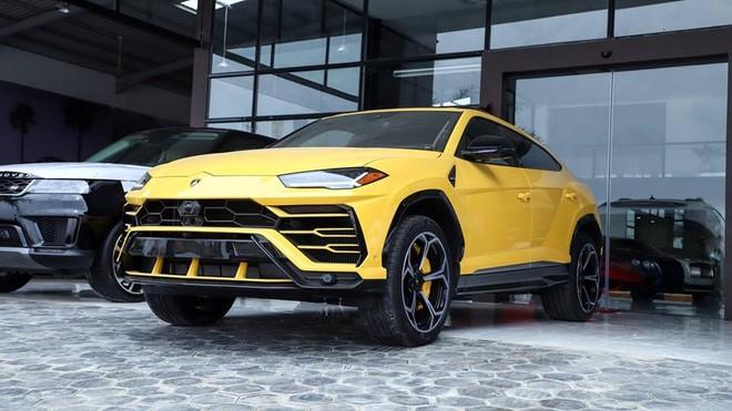 Siêu SUV Lamborghini Urus màu vàng đầu tiên về Campuchia