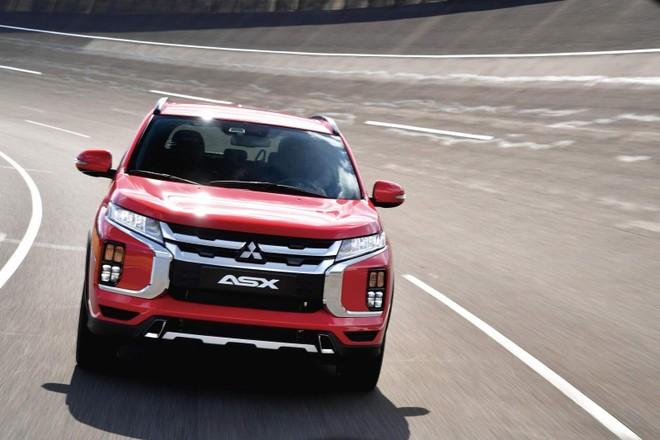Cận cảnh đầu xe của Mitsubishi Outlander Sport 2020