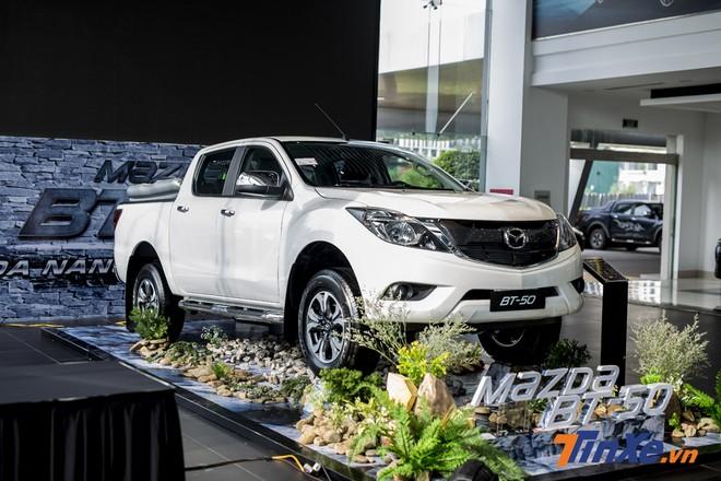 Mazda BT-50 được nhập khẩu nguyên chiếc từ Thái Lan nhưng doanh số không thực sự nổi trội nên được áp dụng chương trình khuyến mãi nhằm kích cầu