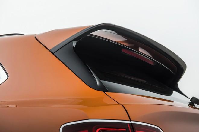 Cánh gió mui khá lớn của Bentley Bentayga Speed 2019
