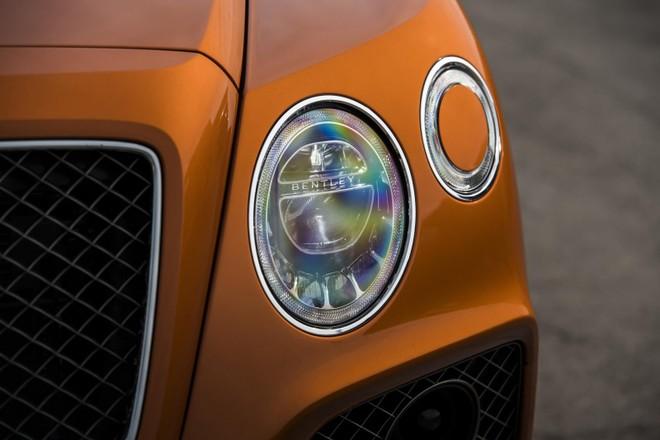Bentley Bentayga Speed 2019 sở hữu nhiều chi tiết ngoại thất màu đen
