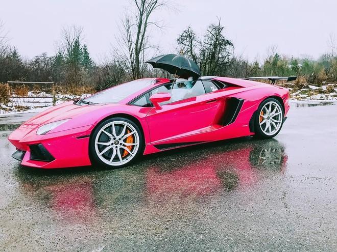 Cận cảnh siêu xe Lamborghini Aventador LP700-4 mui trần chạy quá tốc độ bị cảnh sát Canada tạm giữ