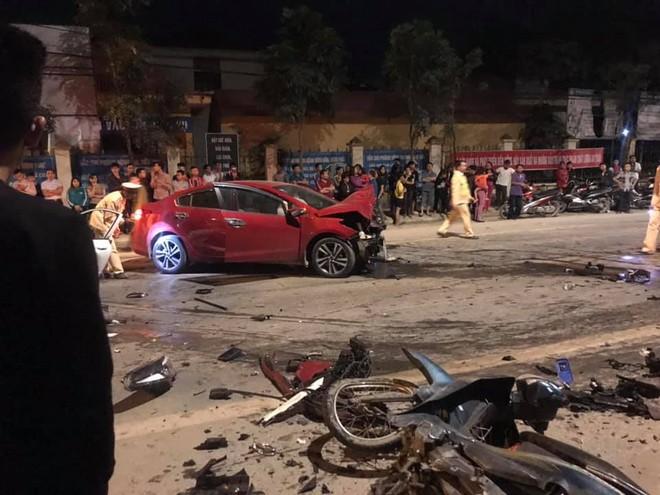 Chiếc xe máy bị hỏng nằm tại hiện trường