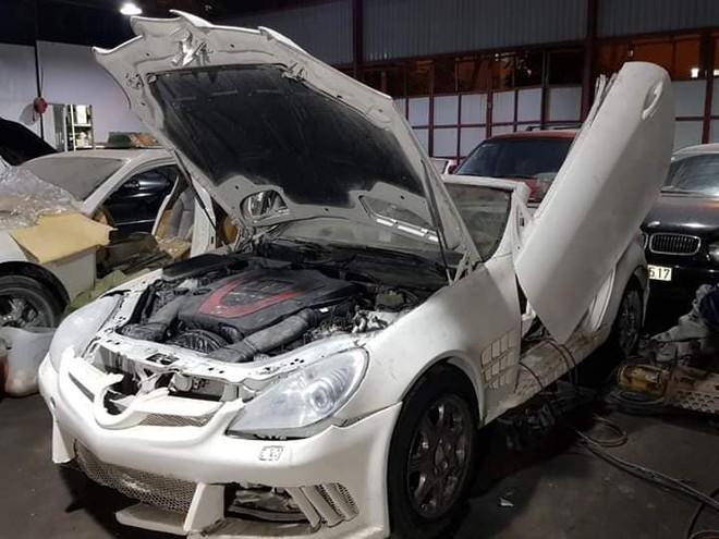 Chiếc Mercedes-Benz SLK này được độ body kit và cửa cắt kéo Lamborghini