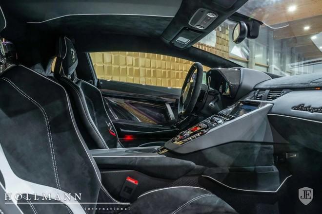 Nội thất chiếc Lamborghini Aventador SVJ đang rao bán tại Đức