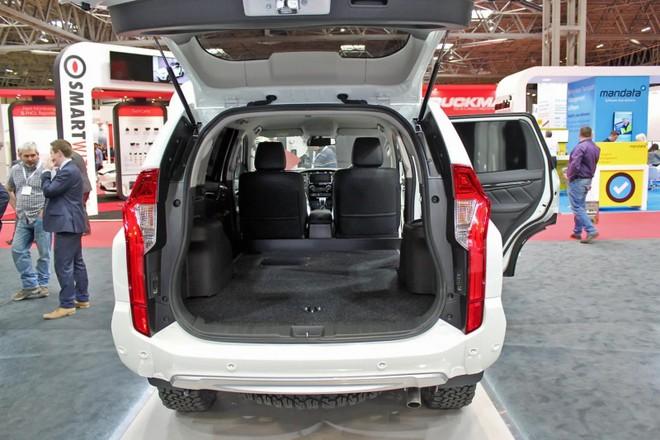 Khoang hành lý rộng rãi của Mitsubishi Pajero Sport Commercial