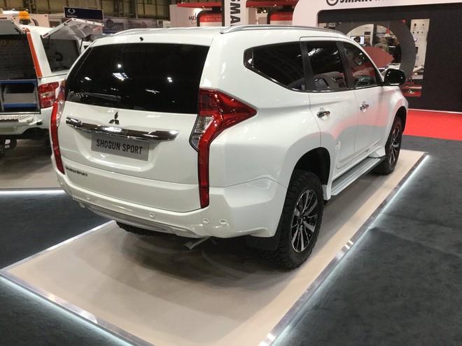 Mitsubishi Pajero Sport Commercial được trang bị hệ thống đèn LED từ trước ra sau