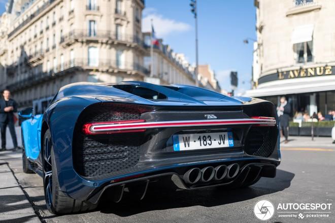 Bugatti Chiron Sport của đại gia Pháp mang 2 tông màu là xanh dương nhạt và xanh sợi carbon