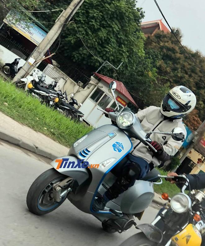 Vespa Elettrica bất ngờ được chạy thử trên đường phố tại Hà Nội.