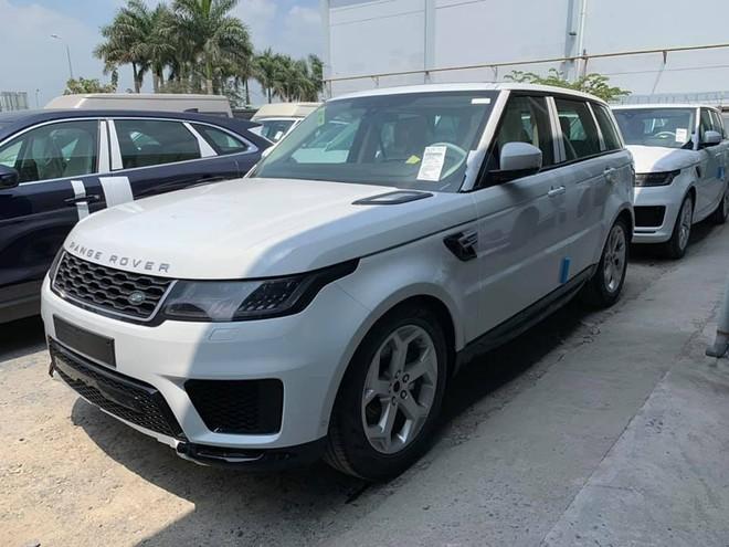 Những chiếc SUV hạng sang Range Rover Sport 2019 được đưa về Việt Nam