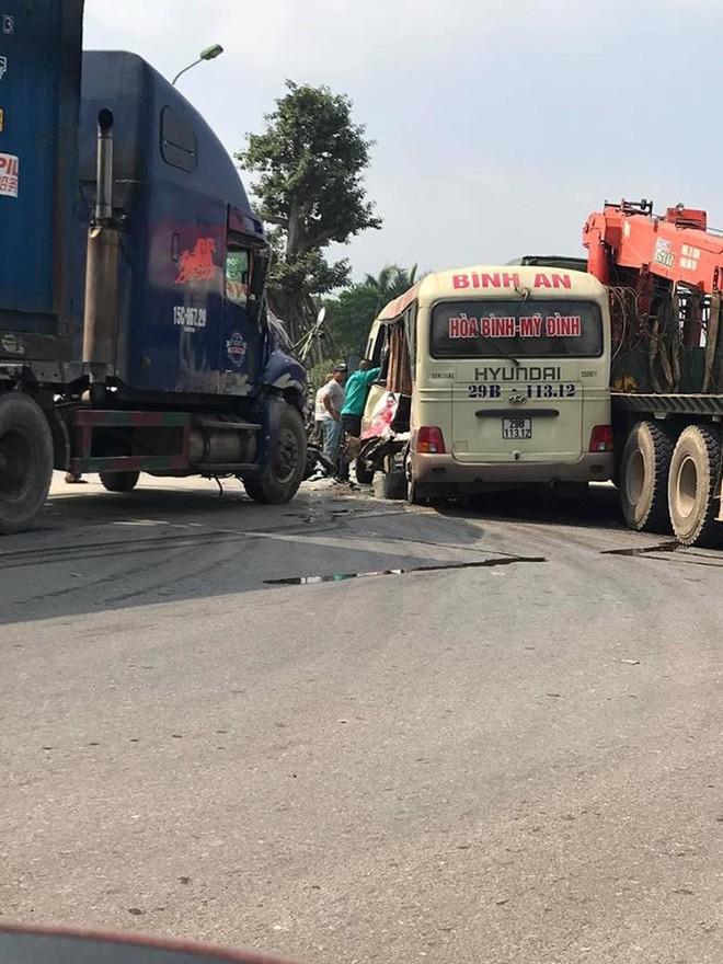 Hiện trường chính của vụ tai nạn là 3 chiếc xe ô tô