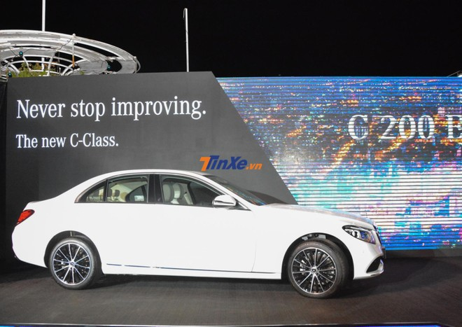 Hiện Mercedes-Benz C200 Exclusive 2019 đang có giá bán chính hãng 1,709 tỷ đồng