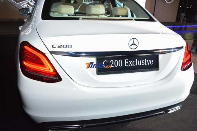 Đuôi xe của Mercedes-Benz C200 Exclusive 2019 được sửa đổi nhẹ thiết kế