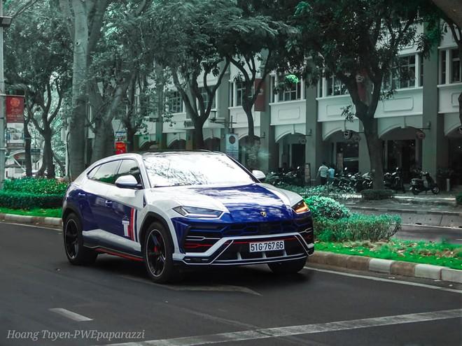 Bộ áo mới của chiếc Lamborghini Urus này mang 2 tông màu xanh-trắng