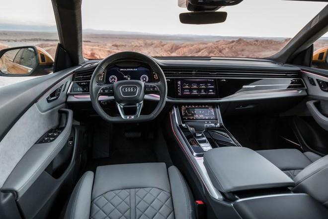 Khoang lái Audi Q8 2019