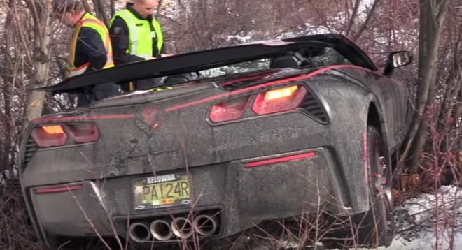 Hiện trường vụ tai nạn chiếc Chevrolet C7 Corvette Stingray Convertible