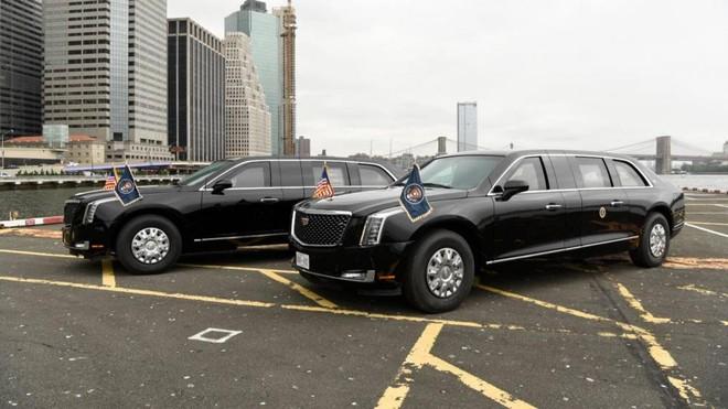 Còn đây là 2 chiếc Limousine bọc thép chống đạn đời mới của Tổng thống Mỹ Donald Trump