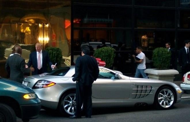 Ông Donald Trump cà vạt màu hồng từng sở hữu siêu xe Mercedes-Benz SLR McLaren
