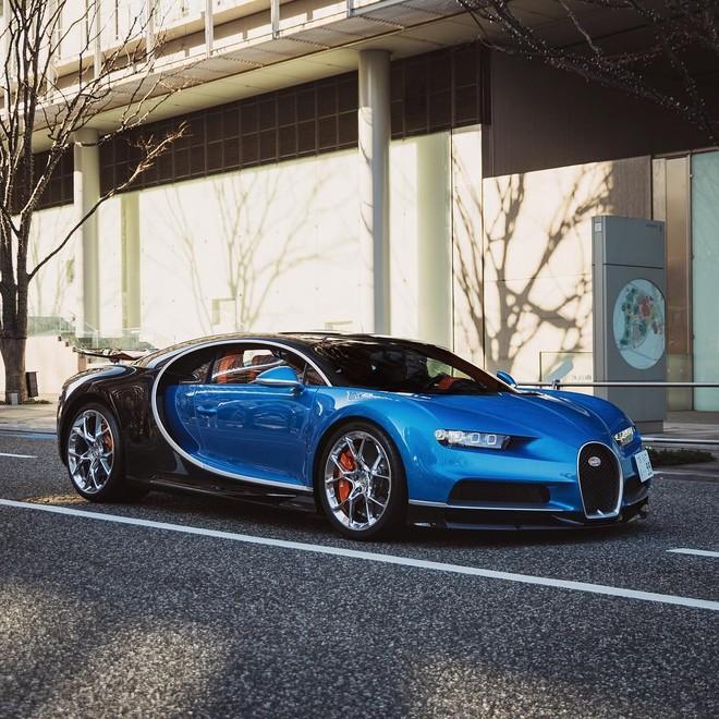 Màu sơn xanh dương này do bạn của chủ chiếc Bugatti Chiron sáng tạo ra