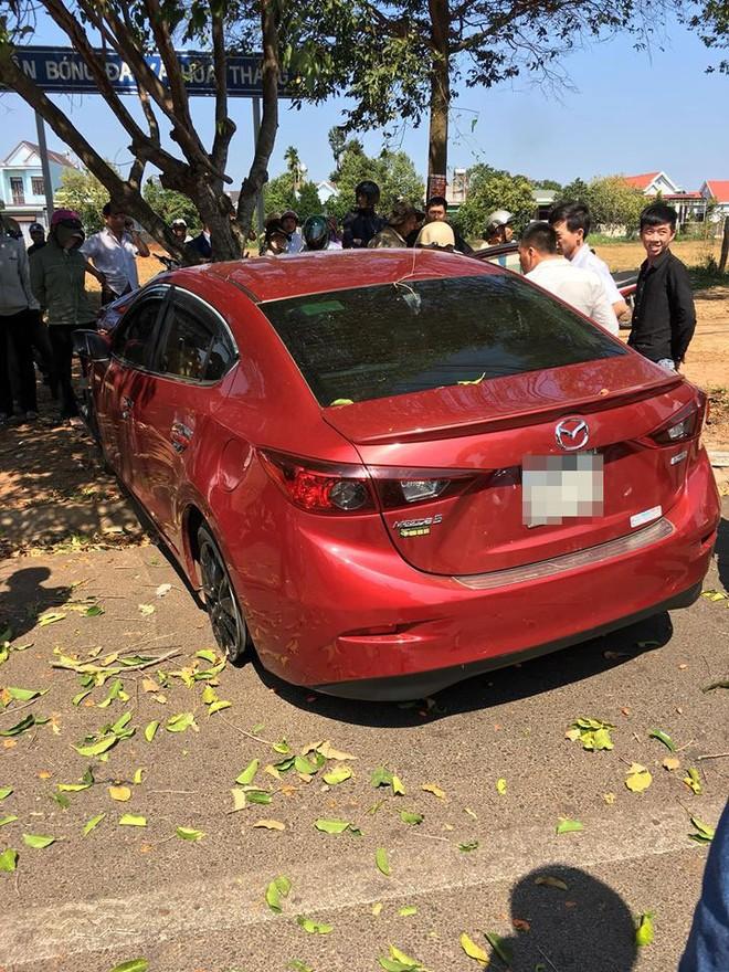 Hiện trường vụ tai nạn của chiếc xe đón dâu Mazda3