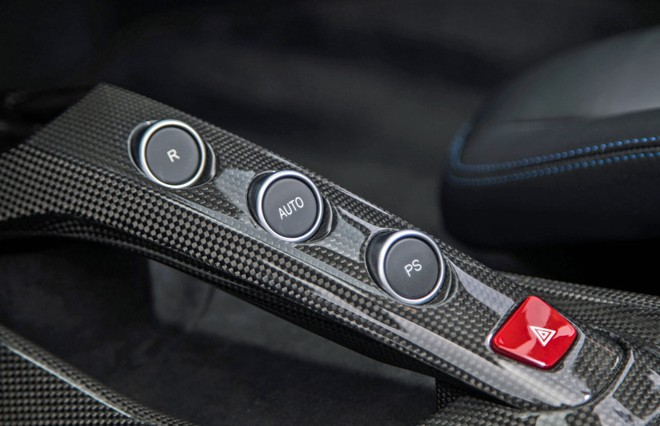 Hộp số tự động của chiếc Ferrari 488 đã làm khó 2 tên trộm