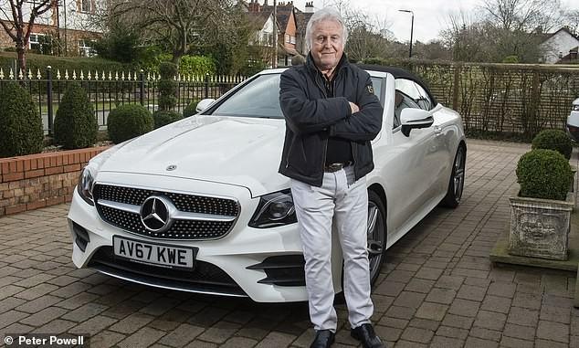 Ông Costello bên chiếc Mercedes-Benz E-Class Cabriolet gần như mới