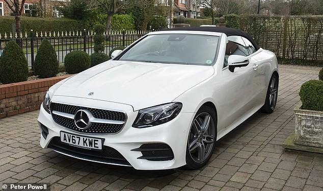 Chiếc Mercedes-Benz E-Class Cabriolet này không phải là xe mới tinh