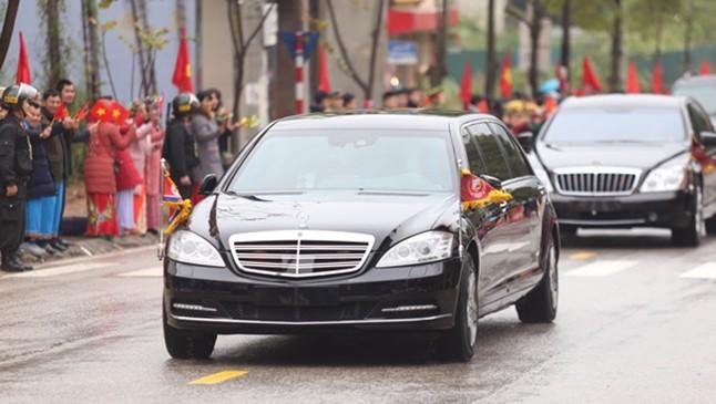 Mercedes-Benz S600 Pullman Guard của ông Kim Jong-Un và ngay phía sau là Maybach 62S