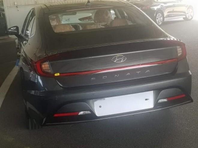 Hyundai Sonata 2020 được trang bị cụm đèn hậu nối liền nhau