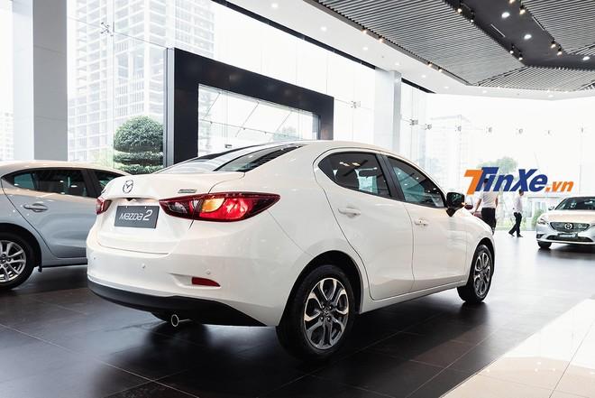 Mazda2 2019 bản sedan có vóc dáng khá nhỏ bé so với 2 đối thủ lớn trong phân khúc