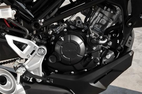 Động cơ xylanh đơn 149,2cc trên Honda CB150R