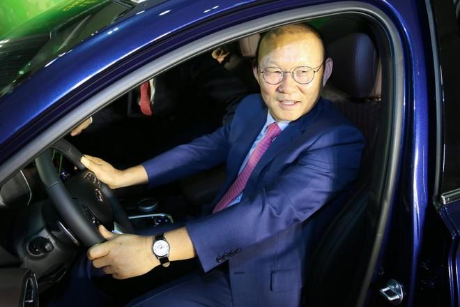 Chiếc Hyundai Santa Fe 2019 tặng cho huấn luyện viên trưởng đội tuyển bóng đá Việt Nam thuộc bản cao cấp nhất