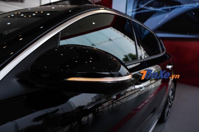 Gương chiếu hậu chỉnh, gập điện tích hợp xi-nhan báo rẽ dạng LED