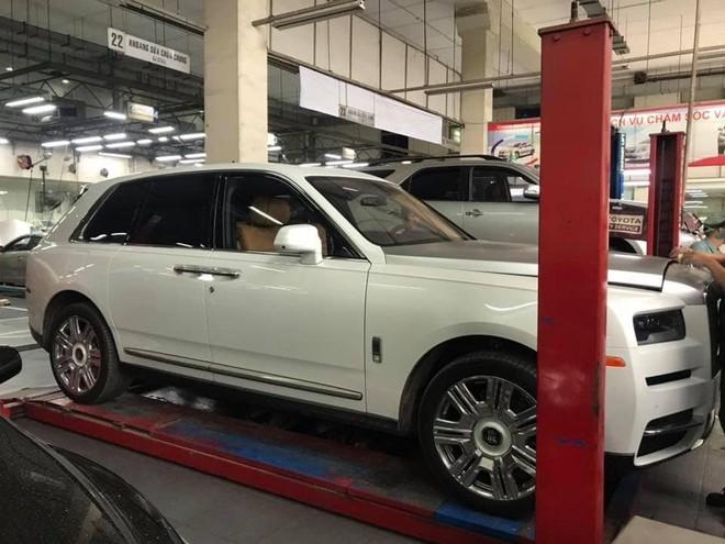 Rolls-Royce Cullinan đầu tiên về Việt Nam làm dịch vụ tại đại lý Toyota