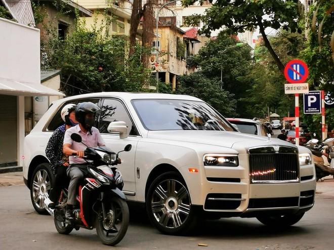 Đây là chiếc SUV siêu sang Rolls-Royce Cullinan đầu tiên tại Việt Nam