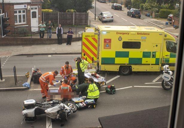 Hiện trường vụ tai nạn liên quan đến chiếc mô tô hộ tống xe của vợ chồng Hoàng tử William